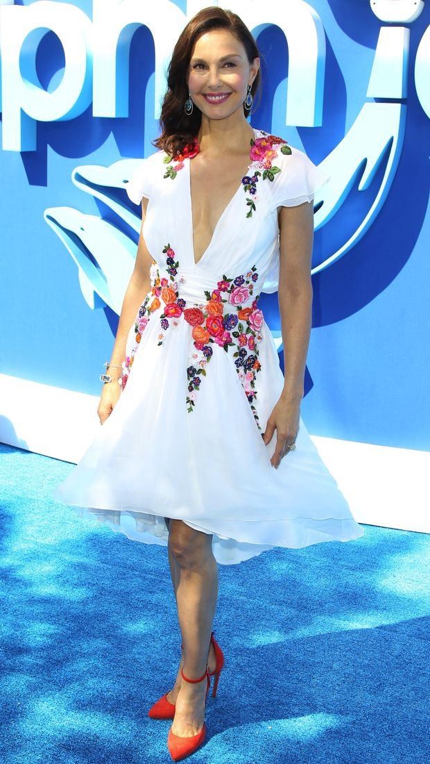 Ashley Judd wears a flirty floral dress to the Dolphin Tale 2 premiere