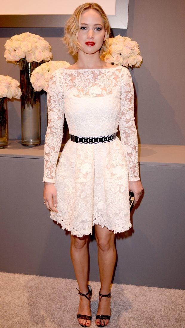 Jennifer Lawrence Honors Oscar de la Renta - theFashionSpot