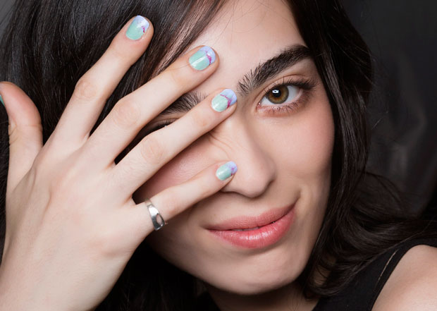 how-to-paint-nails-with-non-dominant-other-hand
