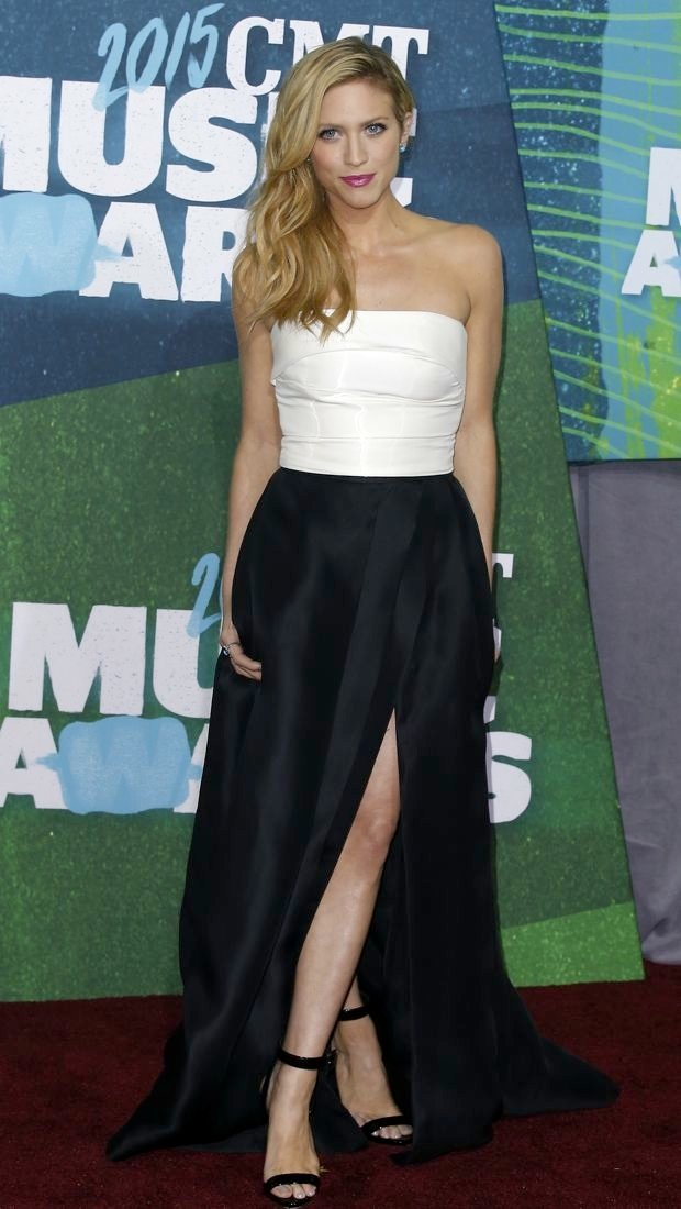 Brittany Snow co-hosts the 2015 CMT Music Awards in Monique Lhuillier