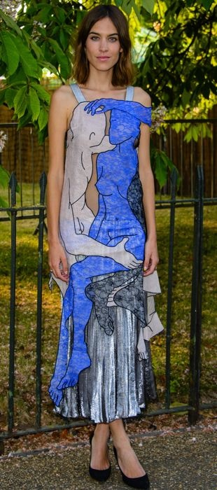 Alexa Chung wears a in Christopher Kane LOvers Lace dress to the 2015 Serpentine Gallery Summer Party