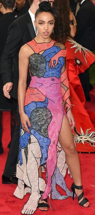 FKA Twigs wears a graphic Christopher Kane dress to the 2015 Met Gala