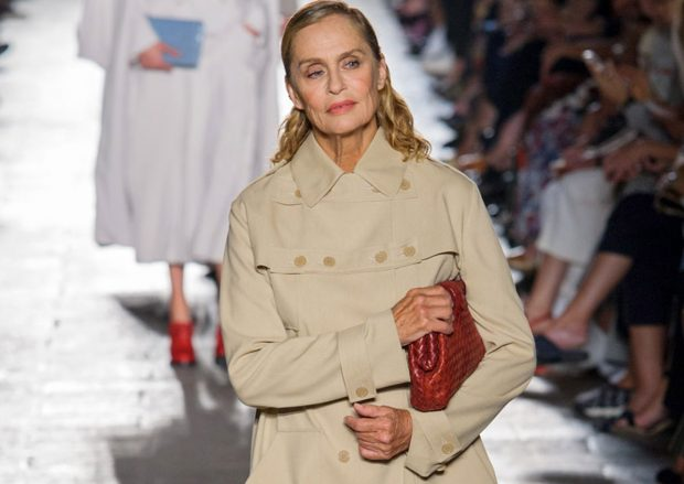 Yes, that is Lauren Hutton holding the purse from American Gigilo.