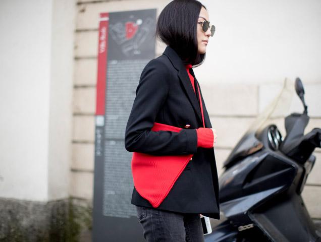 woman wearing capsule wardrobe pieces: blazer, jeans, turtleneck