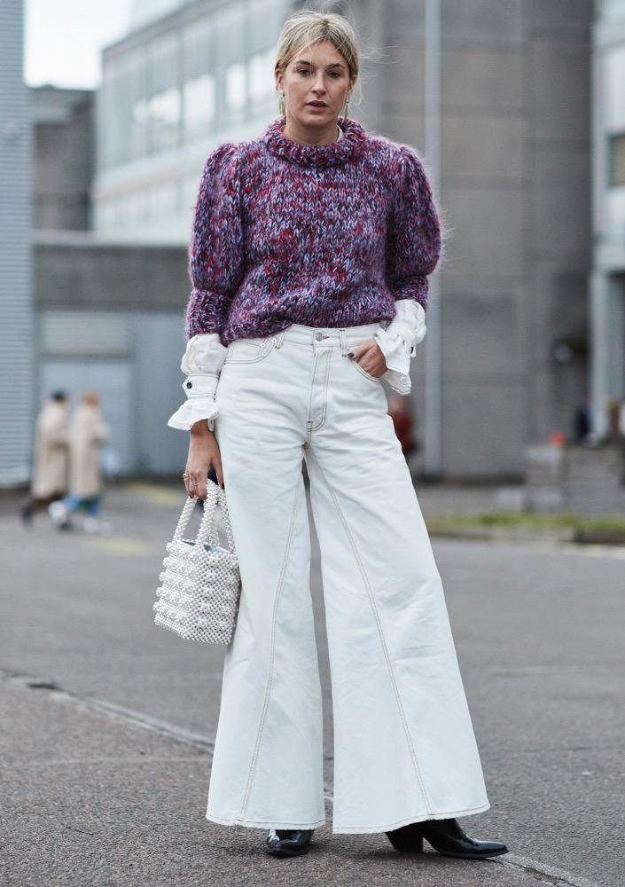 White bag street style spotting.
